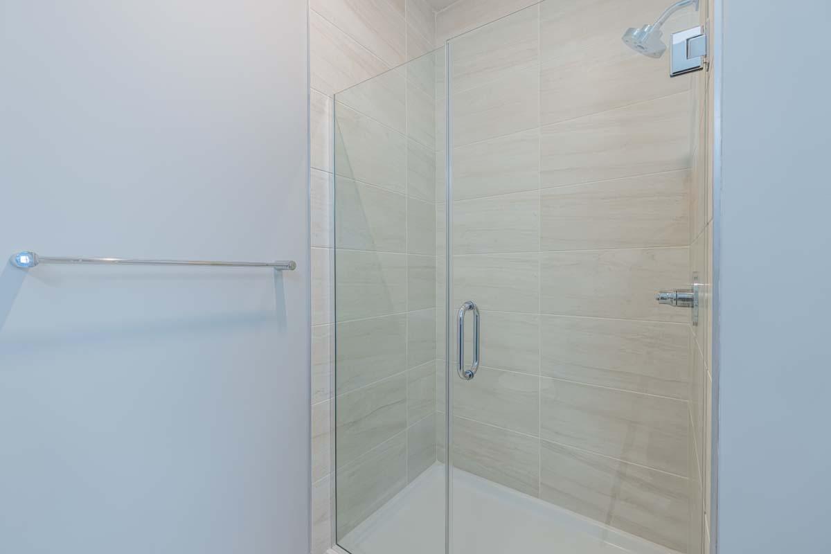 Ellison Heights - 2 Bedroom Corner - Master Shower