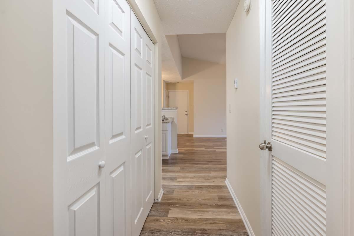 Lac De Ville: New 2 Bedroom, 1 Bath - Hallway